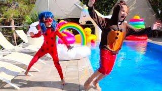 Леди Баг и FNAF Фредди утопили планшет Макса в бассейне