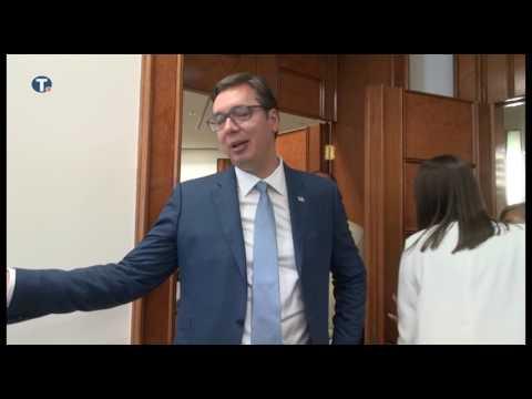 Aleksandar Vučić od Kolinde Grabar Kitarović dobio bombonjeru i čokoladice iz Hrvatske