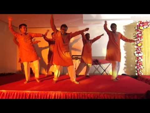Epic holud-Dhakar pola, Lungi Dance
