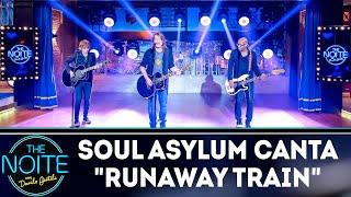 "Soul Asylum canta ""Runaway Train"" | The Noite (12/12/18)"