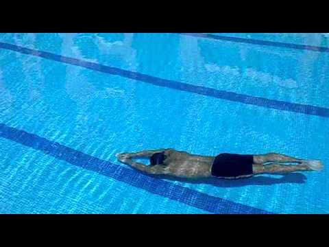 Buceando 57 metros en la piscina youtube for En la piscina