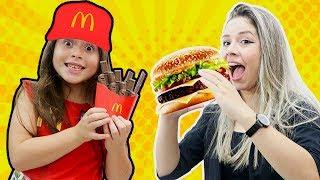 HELOÍSA E A REFEIÇÃO FELIZ DO MC DONALDS! McDonald's Happy Meal