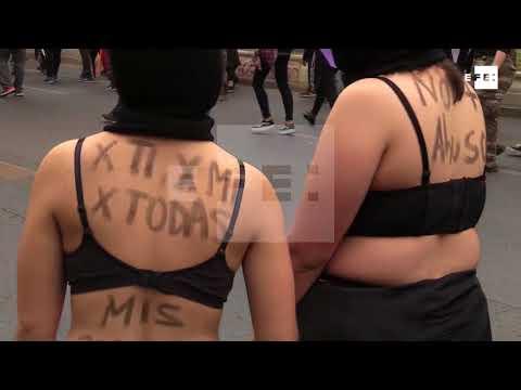 Miles de manifestantes marchan contra la violencia machista en Chile