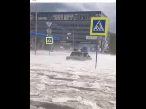 Град с дождём, все затопило. Екатеринбург