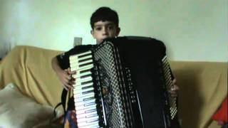 Gambar cover Gustavo 8 anos toca no acordeon do Neri
