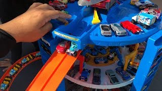 CAN 140+ HOT WHEELS PARK IN THE SUPER ULTIMATE GARAGE?