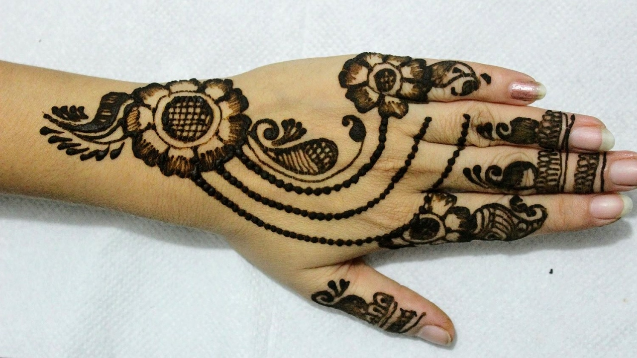 Simple, Easy And Beautiful Jewellery Style Mehndi Design