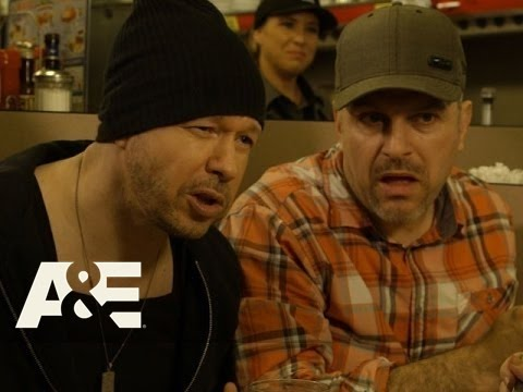 Download Donnie Loves Jenny: Bonus Scene - Cow Tipping in Oologah (Season 2, Episode 4) | A&E