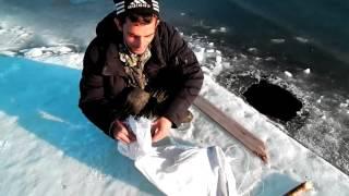 Рыбалка на трещинах весной(100% экстрим)