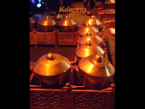 Alguns instrumentos de gamelão | Some gamelan instruments