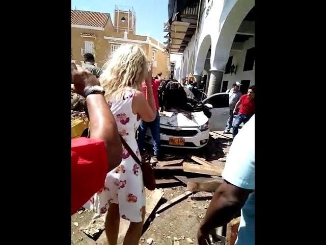 Se desploma balcón en centro histórico de Cartagena y deja un herido
