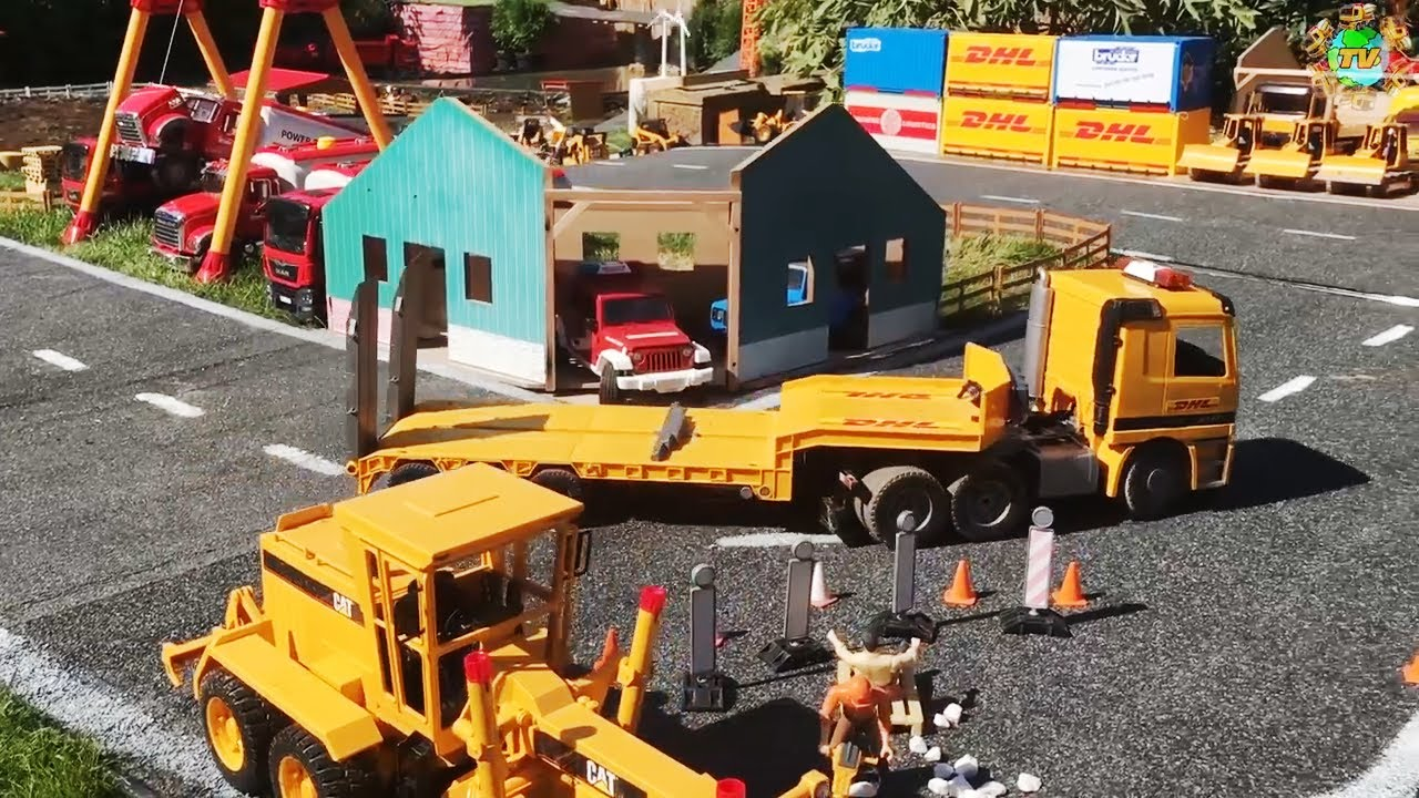 RC Truck transports RC mini excavator to the construction site