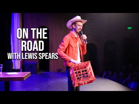 Trashing The Climate Rally On Stage, Guide To Brisbane And Setting Up Two Ladies | On The Road #2