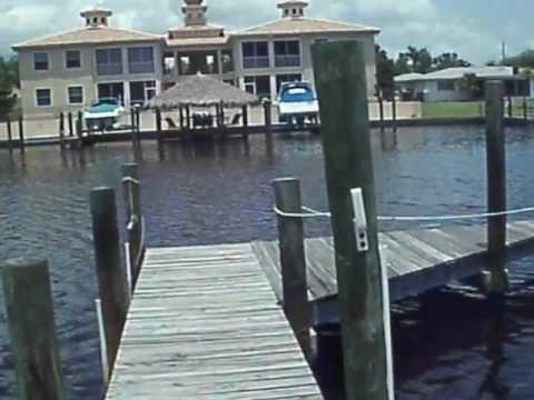 Maison a vendre en Floride, a Cape Coral, avec piscine et acces au golf du Mexique