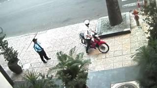 Màn trộm xe trong gara khách sạn