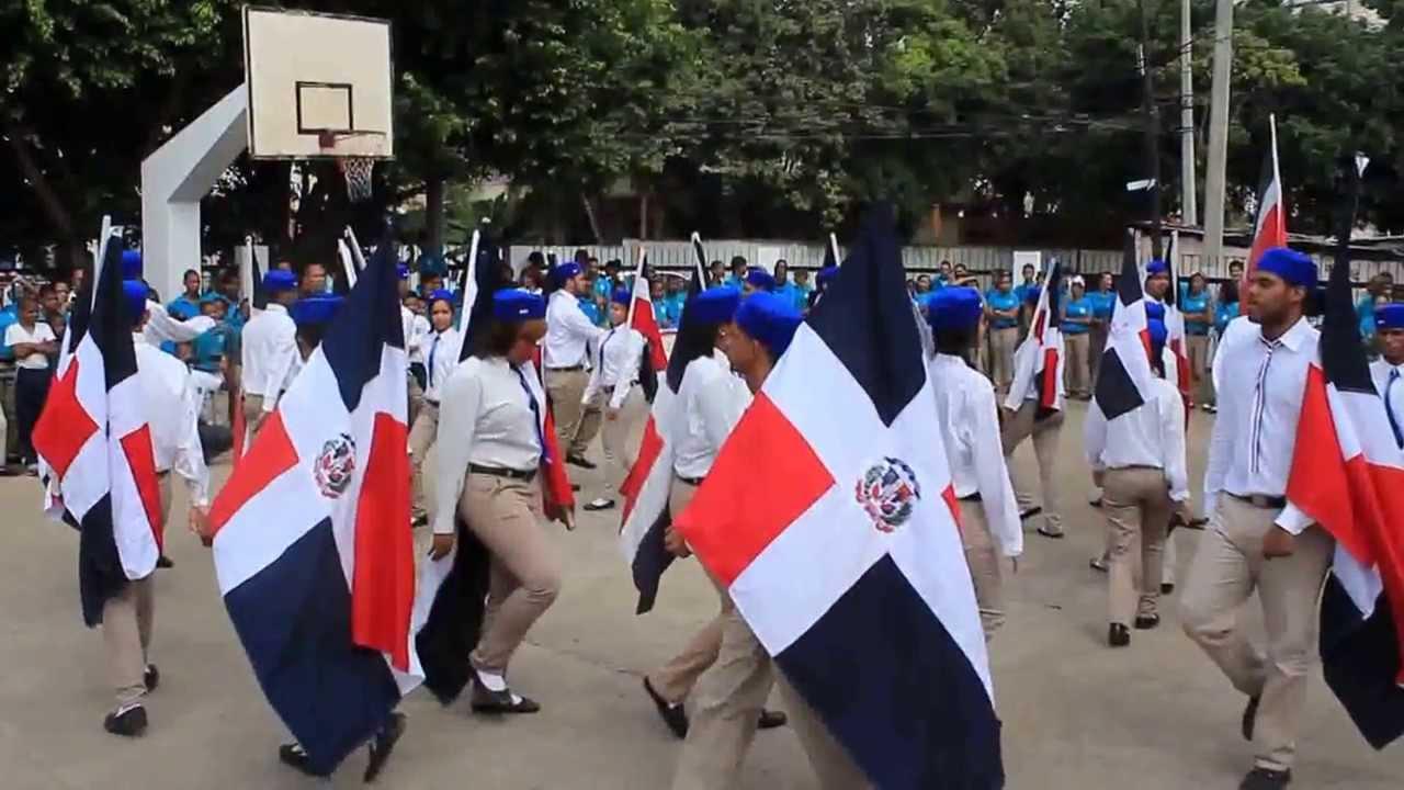 Alumna del 28 de mayo en el parque mamando guayaquil - 3 10