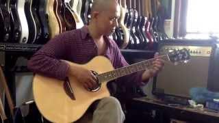 Gitaris Batak abang Aritonang jago main gitarnya