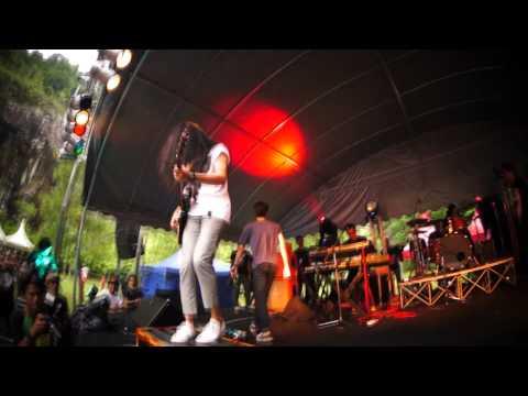 HUJAN - Mana Mungkin feat. Joe The Padangs - NORTHERN MUSIC FESTIVAL 2012