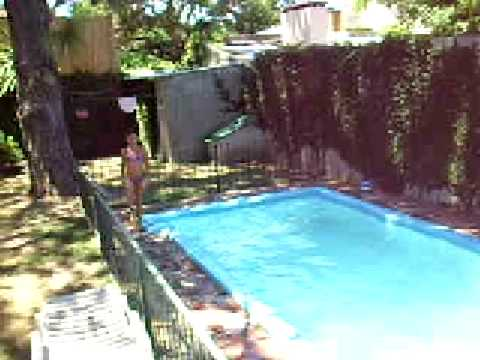 luc a en la piscina youtube