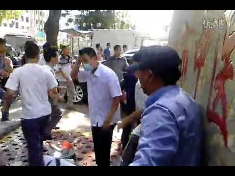 Fight outside hospital in Guangdong, China