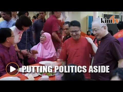Wee Ka Siong bumps into Wan Azizah at KLSCAH open house