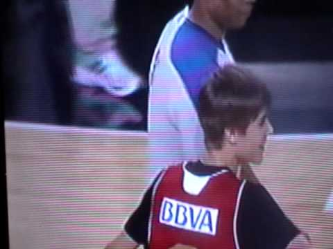 Justin Bieber bumps into NBA ref and gets owned (Original Vid)