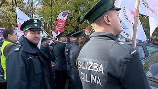 Πολωνία: Κινητοποίηση ενστόλων για αύξηση αποδοχών