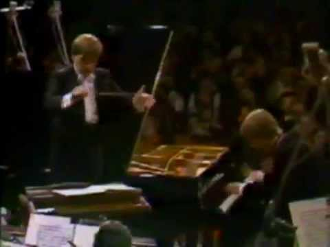 Stanislav Bunin plays Chopin Piano Concerto no. 1, op. 11 - video 1985