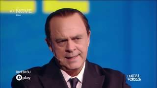 Crozza Berlusconi si addormenta sul palco