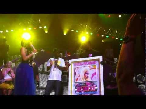 Birdman Presents Nicki Minaj With Her Platinum Plaque For Her Last Album!