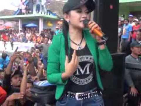 Edan Toron Ratna A Monata Live Lawang Malang 2015