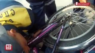 Спасатели вытаскивают ногу ребенка из велосипеда(Шестилетний ребенок вчера вечером упал с велосипеда таким образом, что его голень в области сустава намерт..., 2016-06-21T06:23:56.000Z)