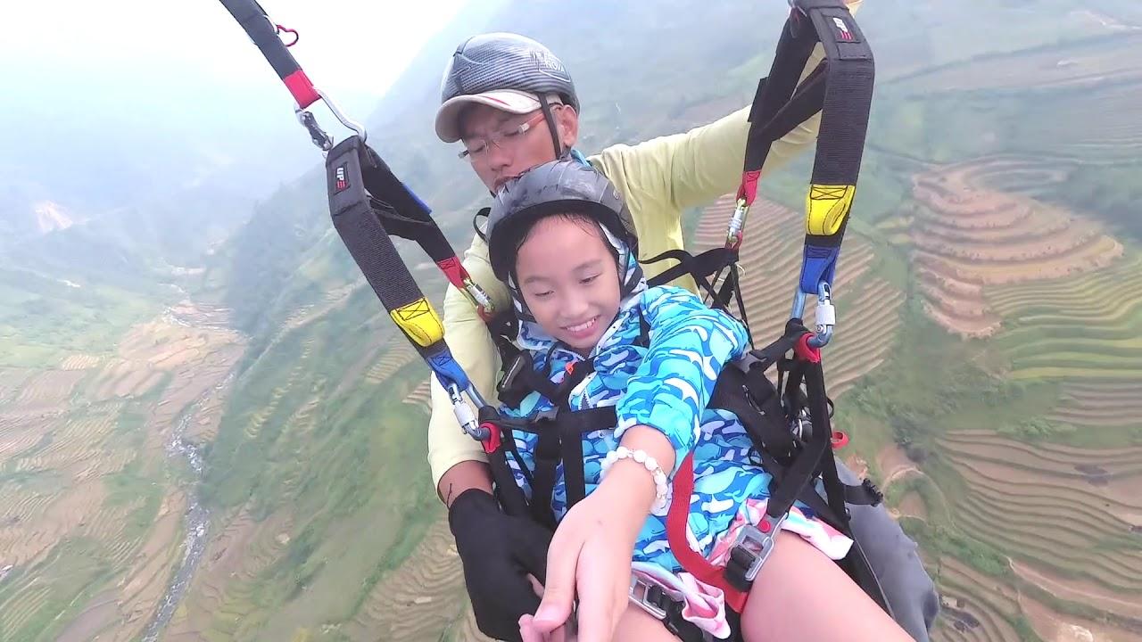 Cô bé 8 tuổi bay dù lượn tại đèo Khâu Phạ 2019
