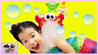 목욕하기 싫은 유니의 목욕을 재밌게 하는 방법? 버블크랩 거품목욕 Learn Colors for kids with Feet Painting   Bath Song   로미유 스토리