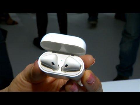 5d23e0d4d32 Los AirPods de Apple apuestan por una vida sin cables - YouTube