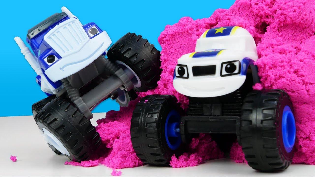 Uma turbina nova na caixa secreta! Histórias com carros de corrida de brinquedo Monster Machine