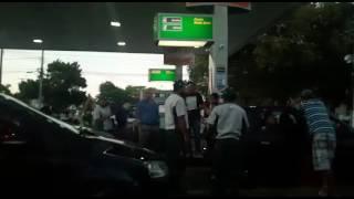 Presidente do PSB de Quissamã é flagrado distribuindo combustível