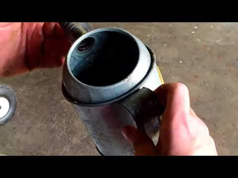 Cleaning A 30 year old KP Industries Oil Can With Break Cleaner