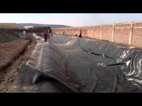 Proceso de instalacion de geomembrana doovi for Hule para estanque
