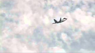 amazing f22 raptor crazy maneuvers and great legendry formation must watch