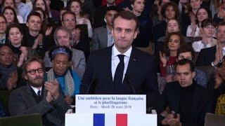 """Francophonie: Macron célèbre """"les profs de français, ces héros"""""""