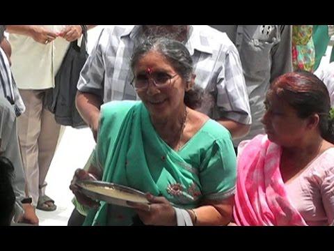 PM Narendra Modi's wife Jashodaben prays for his long life