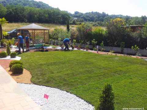 Giardino con ciottoli youtube for Aiuole giardino con sassi