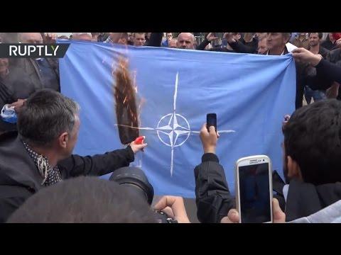 La Alianza del descontento: Queman la bandera de la OTAN en Montenegro
