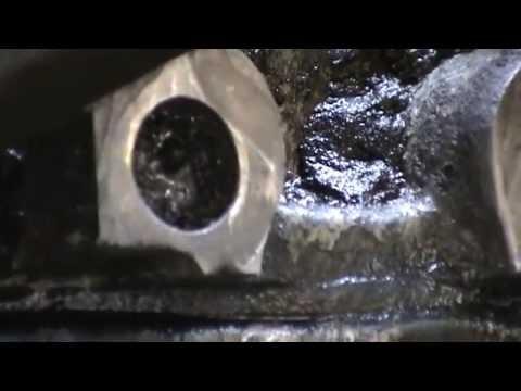 видео: Как выкрутить обломанный болт
