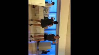 結婚式の余興でPerfumeのレーザービームを踊りました。前日にメンバーが...