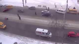 ДТП в Нижнем Тагиле. Сбили ребенка на Ленина(15 летний ребенок побежал увидев быстро приближающийся Санта-Фе. Результат на видео. Ребенок жив но госпитал..., 2015-01-21T13:04:15.000Z)