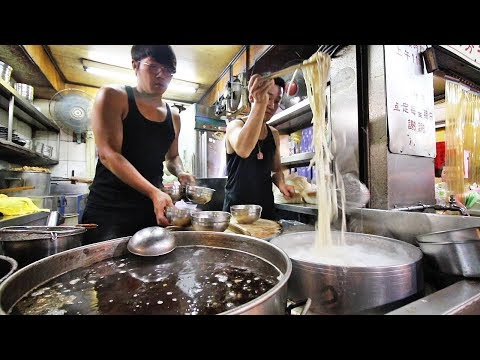 Taiwan's LEGENDARY Beef Noodle | Lin Dong Fang 林東芳牛肉麵 - Taipei's BEST Taiwanese Street Food