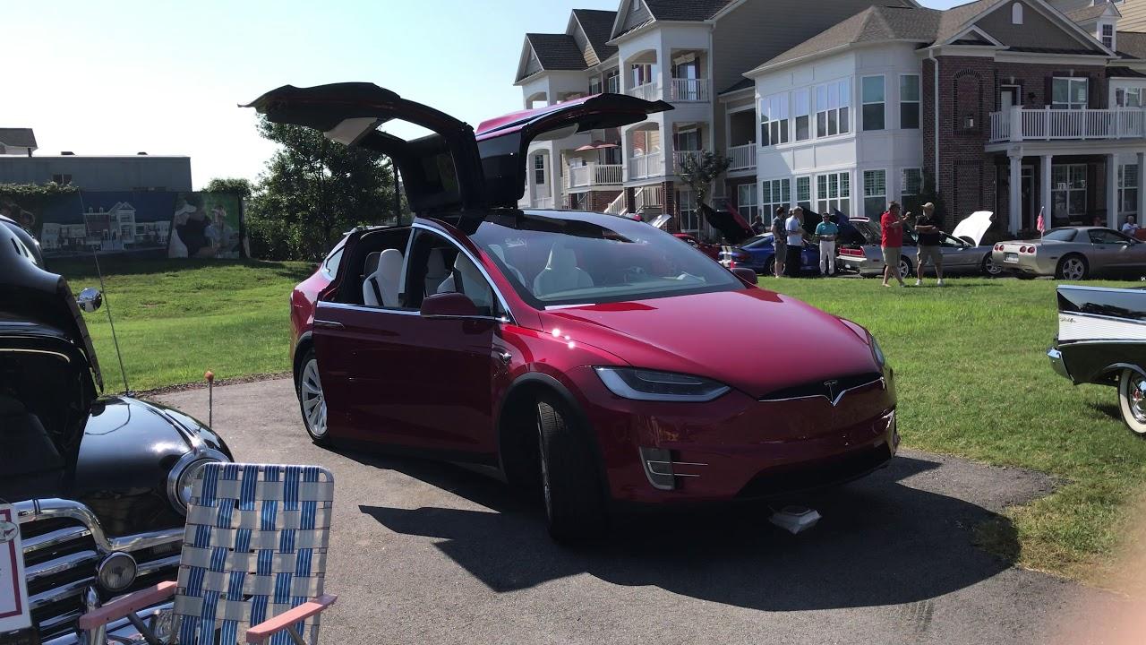 Tesla Model X Gullwing Door and Light Show