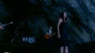 1stアルバム「クムイウタ」(1998年5月13日発売)収録曲「あなたへの月...